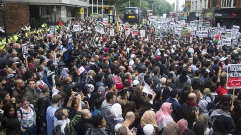 Thousands of London demonstrators protested peacefully against Israel's air strikes in Gaza [Reuters]