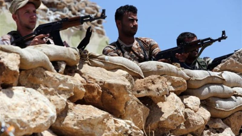 Peshmarga fighters of Iraqi Kurdish region have been battling the Islamic State attackers for weeks [AFP]