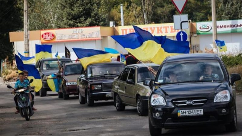Some Ukrainians have rushed to the streets from Saturday on with flags at hand in order to mark the day [AP]