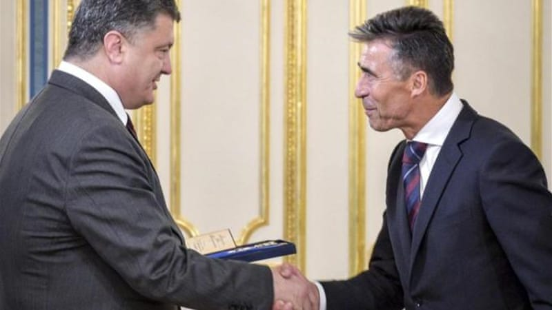 Ukrainian President Petro Poroshenko gave NATO Secretary General Anders Fogh Rasmussen the Order of Liberty, Ukraine's highest award for foreign nationals [AP]