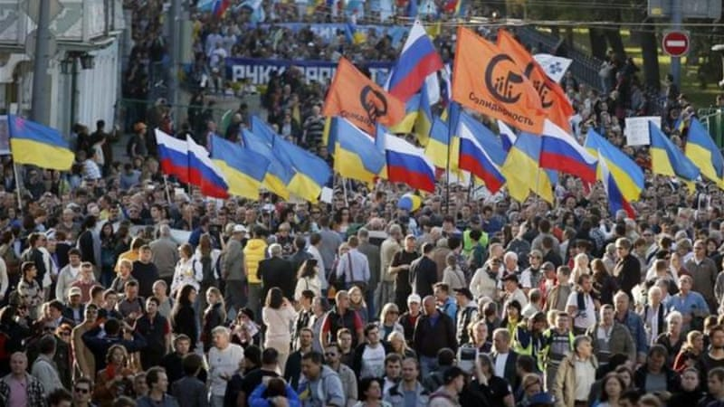 Protesters carried Russian and Ukrainian flags during anti-war rally in Moscow, the first large one since 2013 [EPA]