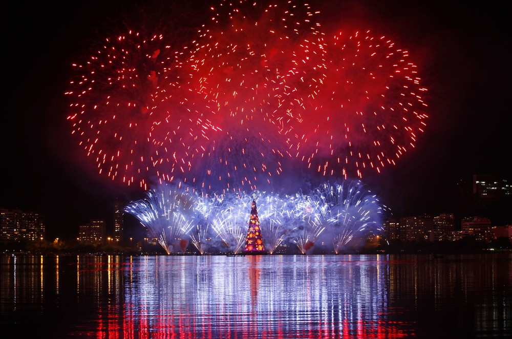 The world's largest floating Christmas tree in Rio de Janeiro, Brazil stands at 280 feet and weighs 542 tons. [Reuters]