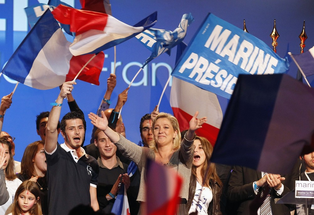 Marine Le Pen, France(***)s National Front candidate for the 2012 French presidential election, waves to supporters during a campaign rally in Palavas les Flots after obtaining the 500 signatures necessary to officially run.