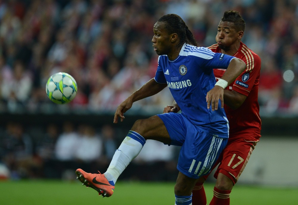 Chelsea\(***)s Ivorian forward Didier Drogba vies for the ball with Bayern Munich\(***)s German defender Jerome Boateng.
