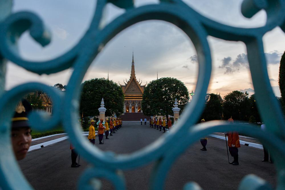 Guards lined the entrance to the Royal Palace on the day of the return of the king\(***)s body. The revered monarch died of a heart attack in Beijing on October 15, 2012. Last year, Cambodians came out in the tens of thousands to pay their respects.