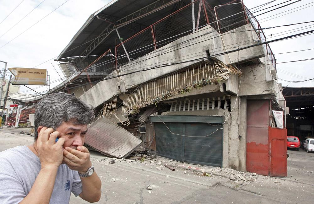 <p>A strong earthquake measuring 7.2 on the Richter scale struck islands popular with tourists in the Philippines on Tuesday.</p>