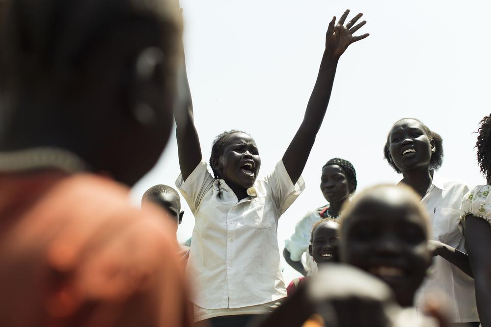 <p>Women and children sing and chant for Abyei independence from Sudan in the town of Agok, in South Sudan. Tens of thousands are now returning to the region in order to participate in a controversial referendum.</p>