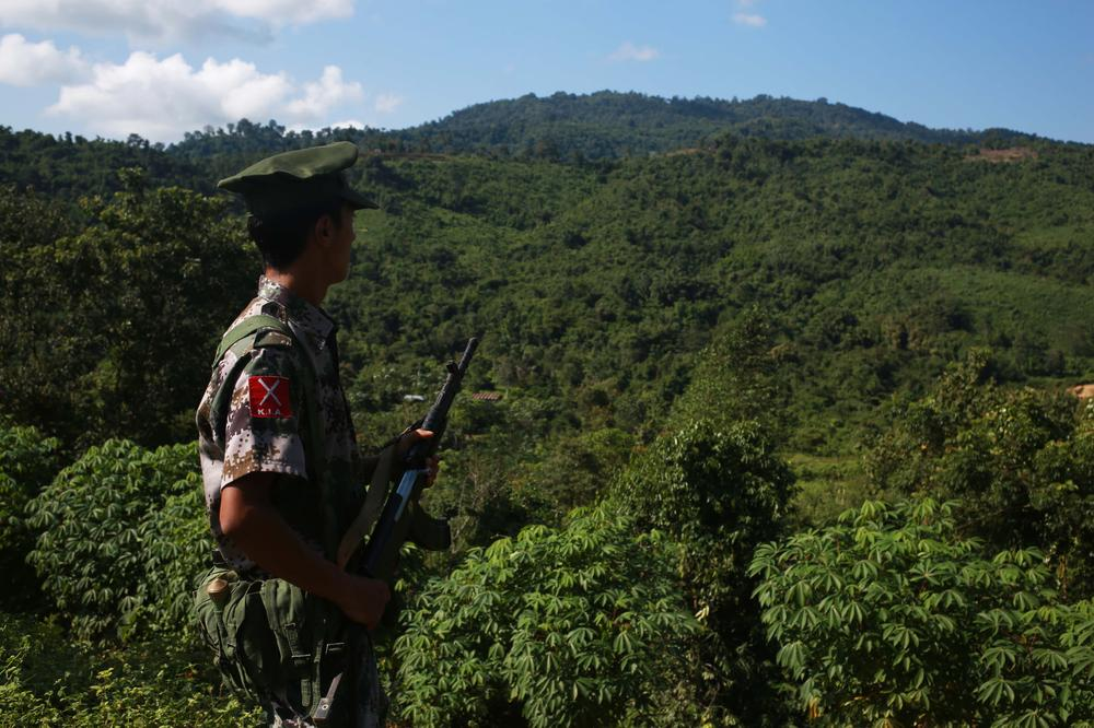 <p>A soldier with the Kachin Independence Army (KIA) stands on a mountain near where the Myanmar government\(***)s troops are deployed.</p>