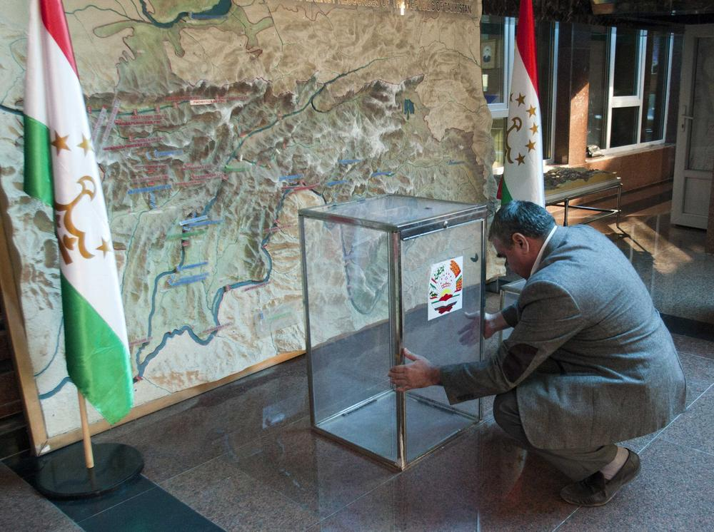 <p>A ballot box is placed in a polling station in Dushanbe, the capital of Tajikistan, for the November 6 presidential elections. The former Soviet republic, population eight million, will choose among six presidential candidates.</p>