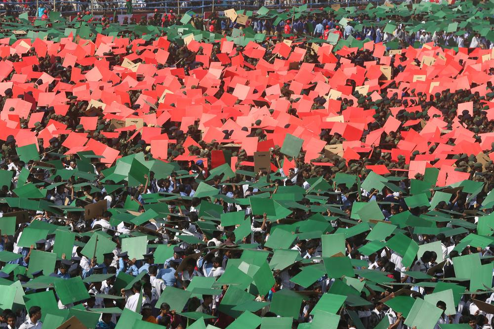 <p>Thousands formed a huge flag in Dhaka(***)s National Parade Ground as Bangladesh celebrated the 42nd anniversary of its independence.</p>