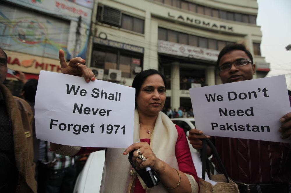 <p>Bangladeshi social activists and bloggers display placards at a demonstration against Pakistan(***)s resolution on the execution of a top Jamaat-e-Islami leader on Decemebr 12. <span style=&quot;font-size: 14px;&quot;>Abdul Quader Mollah, 65,</span> was convicted of war crimes in 1971.</p>