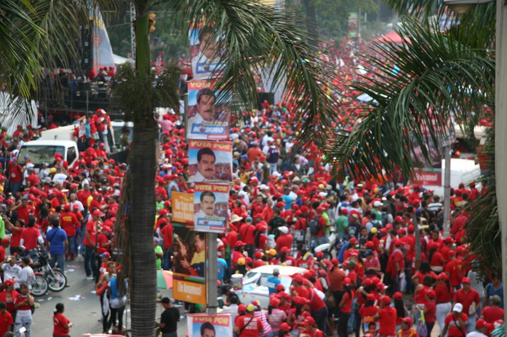 On the final day of official campaigning ahead of Venezuela\(***)s presidential election on Sunday, hundreds of thousands took to the streets of Caracas to support interim president Nicolas Maduro.