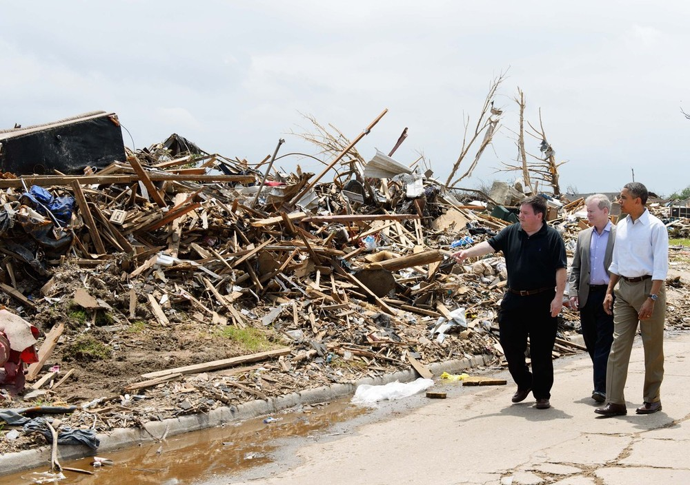 <p>US President Barack Obama visited areas in Oklahoma destroyed by tornadoes that killed 24 and injured hundreds. </p>