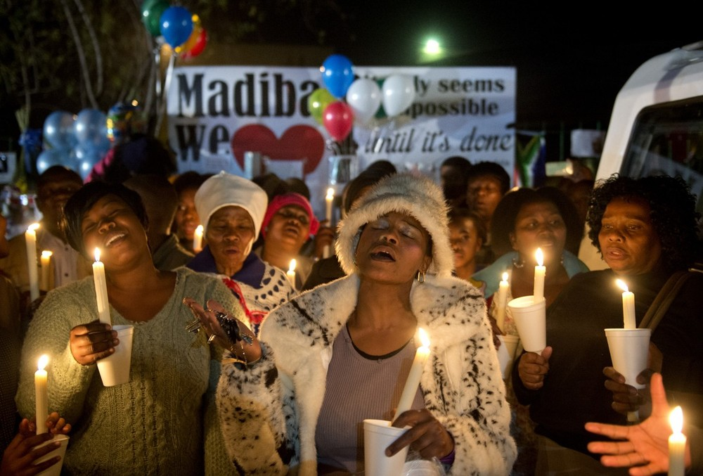 <p>South Africans gather to pray for Nelson Mandela(***)s recovery outside the Mediclinic heart hospital in Pretoria on June 26.</p>