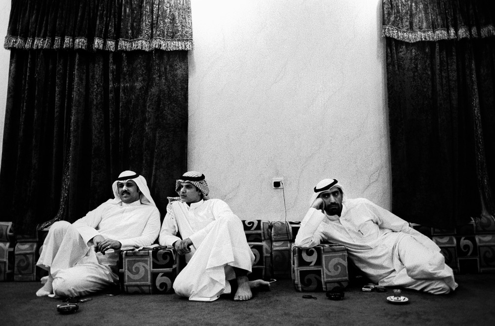 <p>Three men from the Bidoon community sit at a <em>dewaniya</em>, or gathering that is an indispensable feature of a Kuwaiti man(***)s social life.</p>