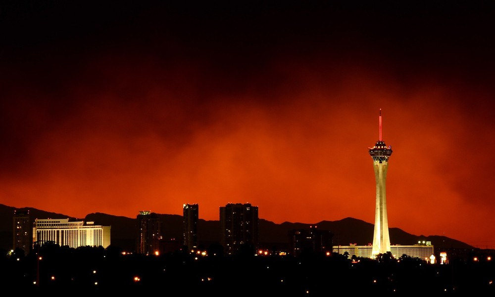 Fires continue to rage in the southwest of the USA, threatening the city of Las Vegas.