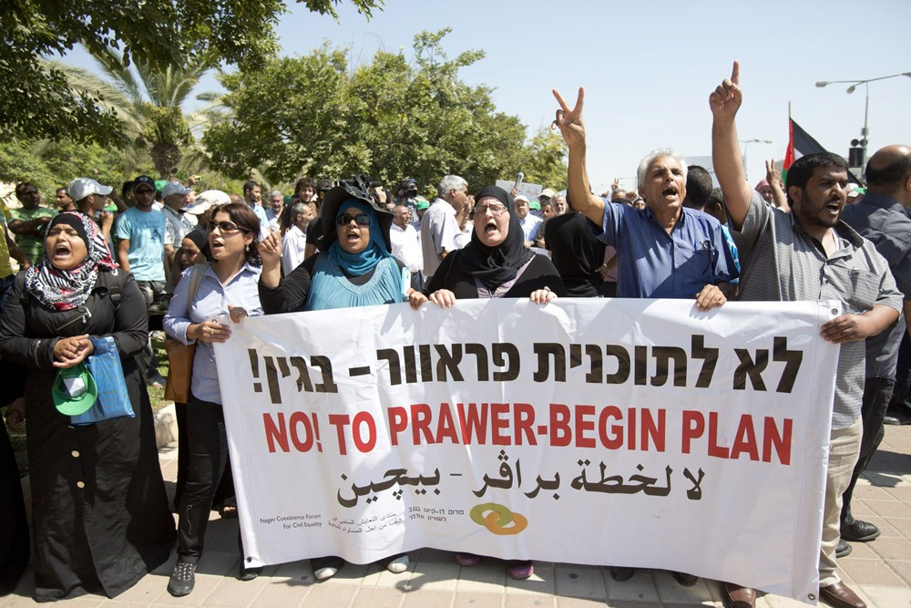 <p>Hundreds of Bedouins and activists took the streets of the southern city of Beersheba to protest against Prawer plan on Monday.</p>