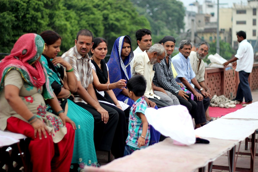 <p>Patients queue at the Rahat open-air clinic at Old Delhi(***)s Dargah Hare Bhare Shah.</p>