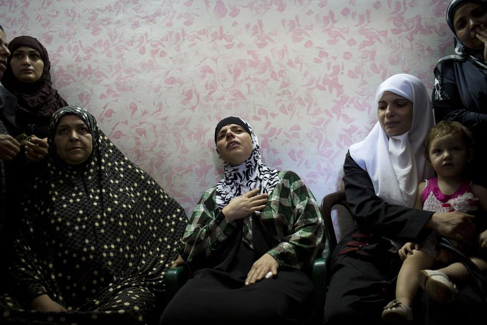 <p>The mother of Jihad Aslan mourns during his funeral at the Qalandia refugee camp, near the West Bank city of Ramallah on August 26, 2013</p>