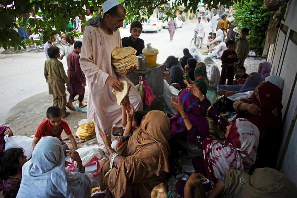 <p><span style=&quot;font-family: arial, helvetica, sans-serif;&quot;>The owner of a bakery in Islamabad, Pakistan hands out bread to Pashtun Afghan refugee families before iftar.</span></p>