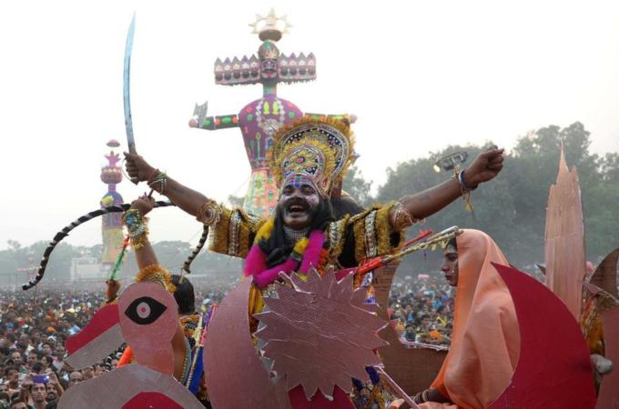 Dozens killed in India festival stampede - Al Jazeera English