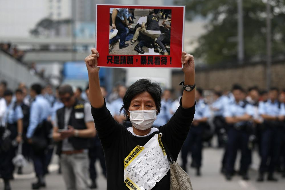 <p>On Thursday, Hong Kong authorities started clearing the main pro-democracy protest site.</p>