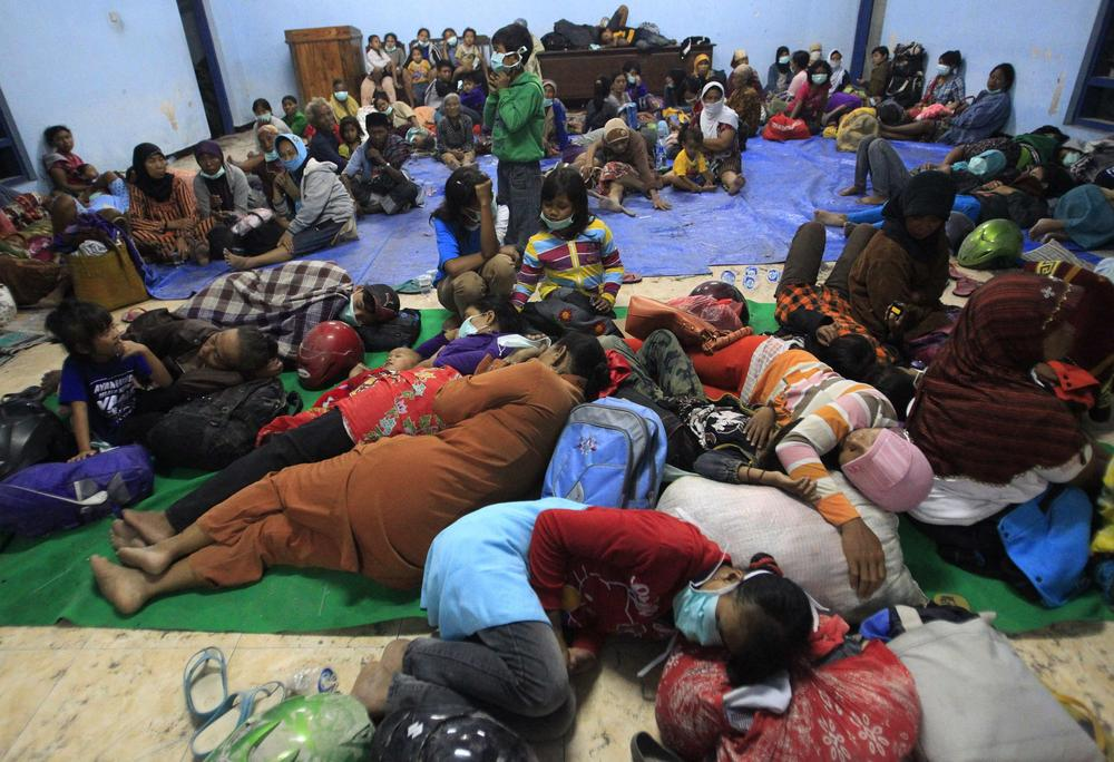<p>Villagers evacuated from their homes due to Mount Kelud(***)s eruptions sleep on the floor at a temporary shelter at Sumber Agung village in Kediri.</p>