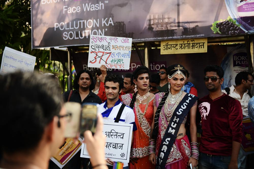 <p>Winner of a &quot;eunuch beauty pageant&quot; poses for shutterbugs. Some 5000 people took part in the parade.</p>