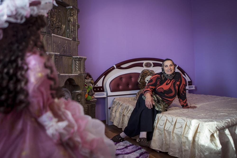 <p>Steliana sits on her daughter(***)s bed and explains that the house remains empty for most of the year. Her kids only visit during holidays and weddings.</p>