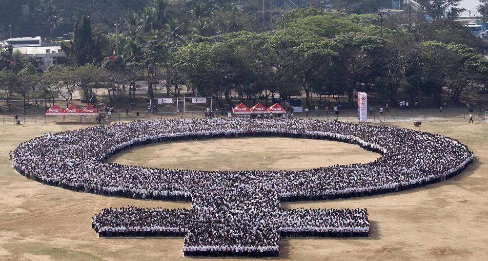 More than 10,000 people formed the symbol for 'female' in Manila, expected to make it into the Guinness World Records