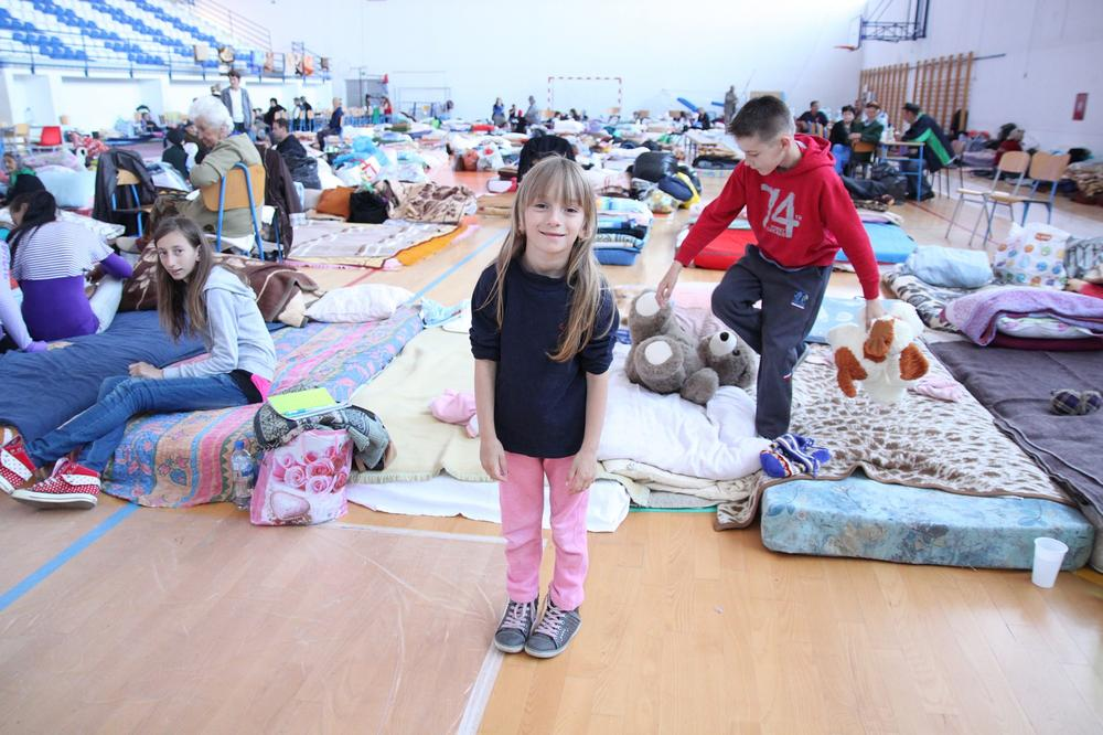 <p>One hundred and fifty people are staying in this gym in Odzak, waiting to return home.</p>