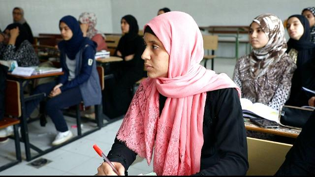 Libya fighting: Thousands of students unable to go to school