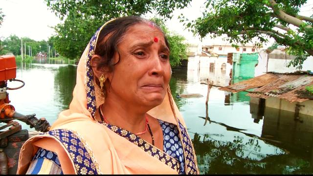 India dams: Villages swamped by floodwaters