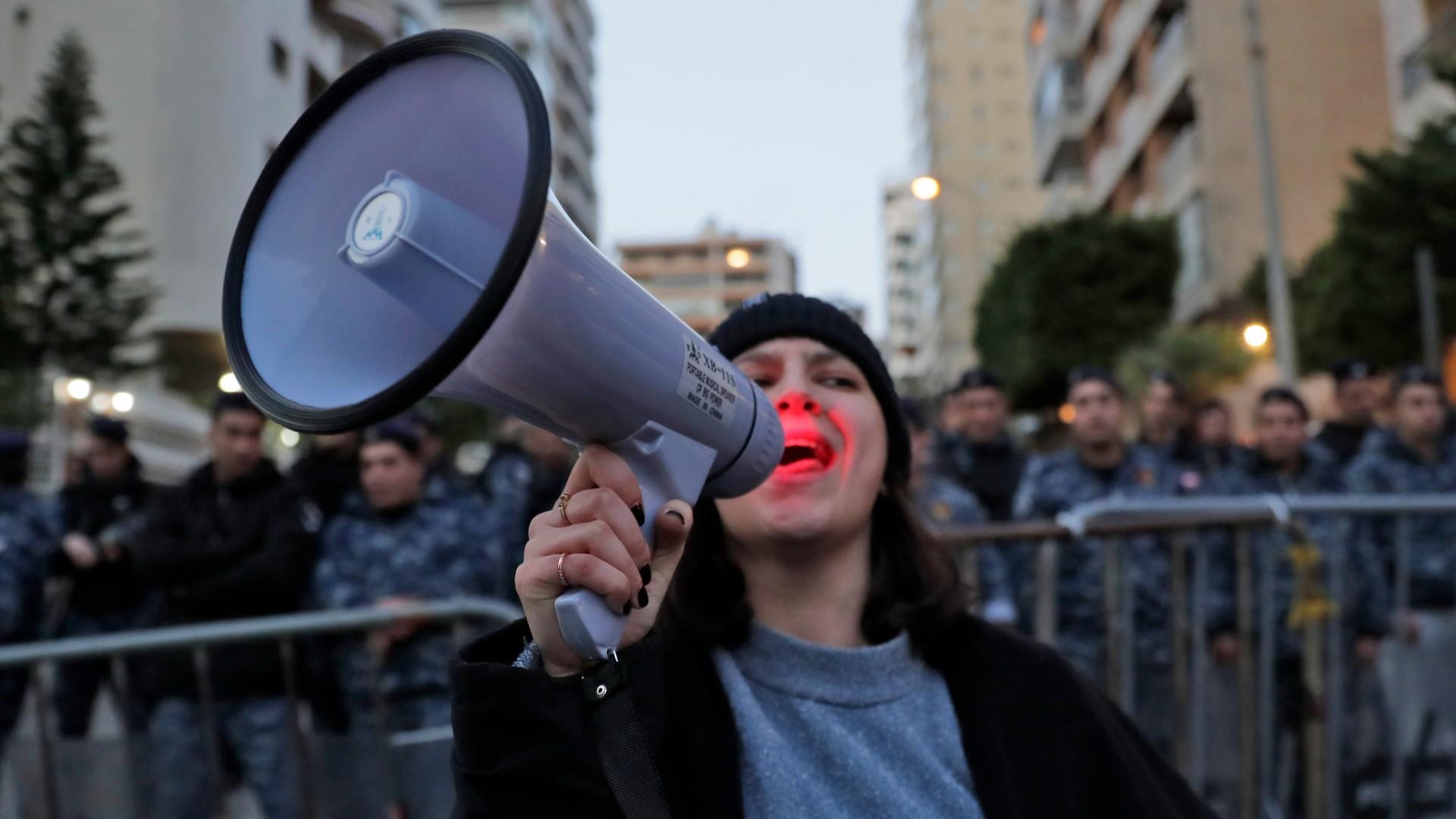 Lebanon Unrest Protest Tactics Include Public Shaming Lebanon News Al Jazeera