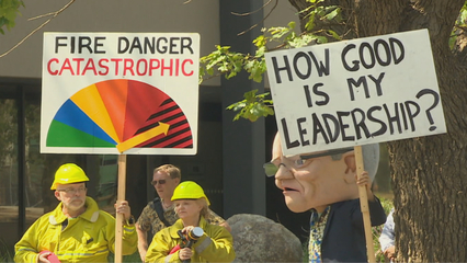 Australia PM defends coal industry amid bushfire crisis thumbnail