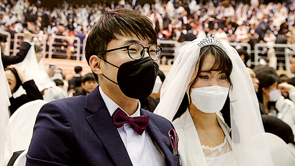 Mass wedding in South Korea despite coronavirus fear thumbnail