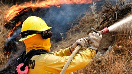 Massive California wildfires prompt evacuations thumbnail