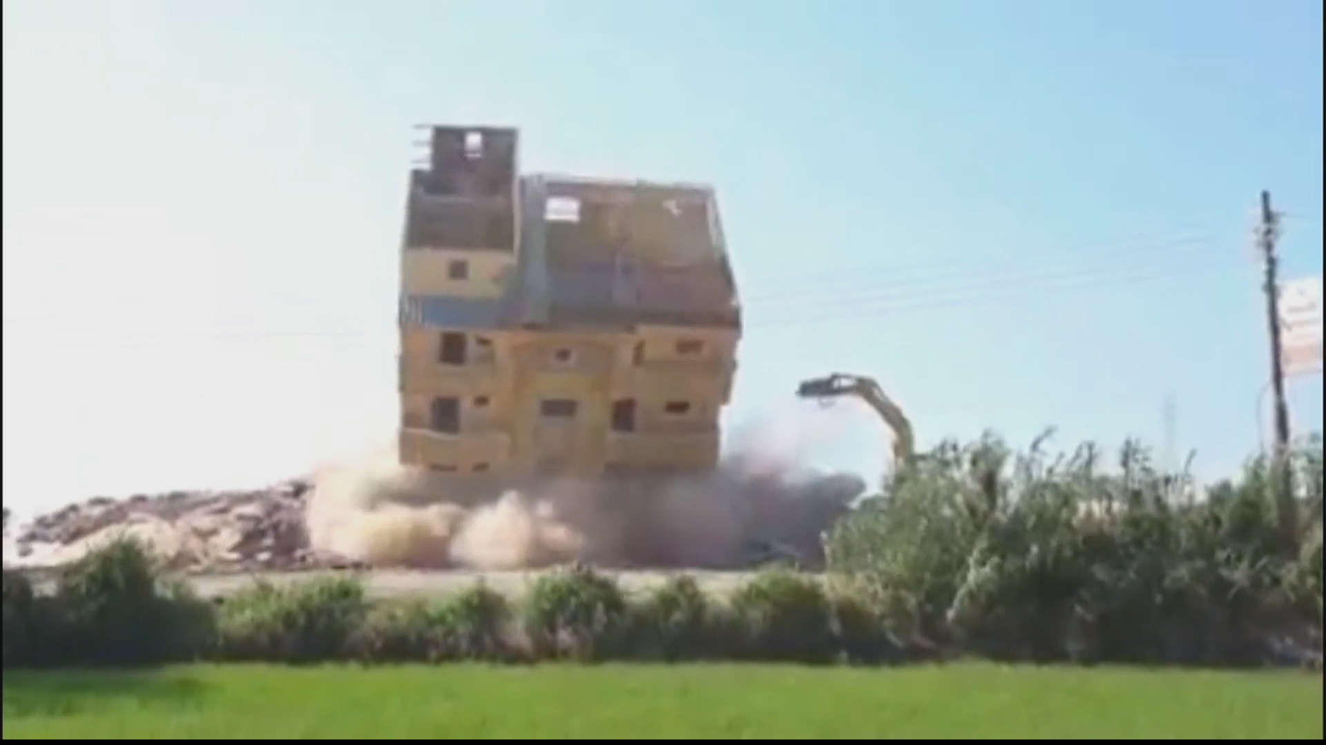 Anger in Egypt over demolition of thousands of illegal homes thumbnail