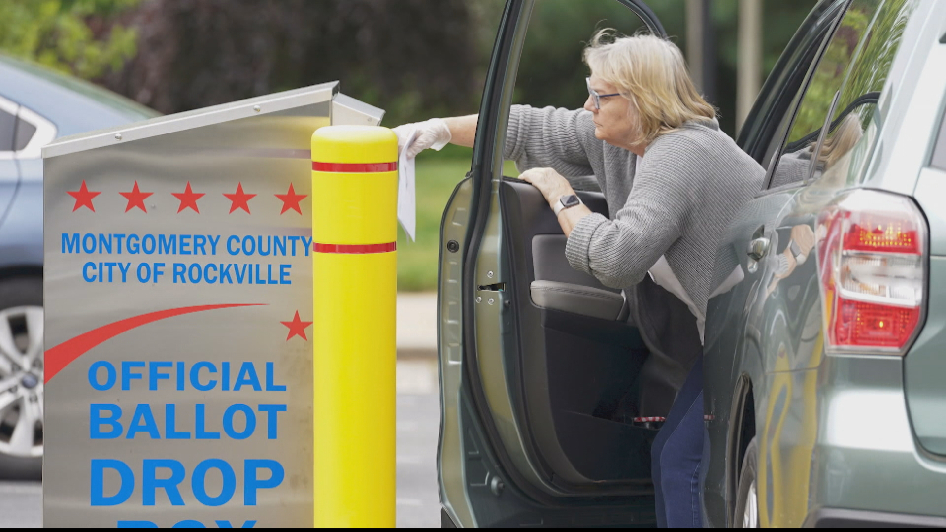 US elections 2020: Ballot drop boxes installed across states thumbnail