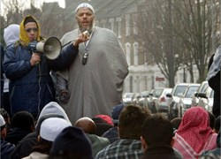 Abu-Hamza leading prayers outside the closed Finsbury Park Mosque