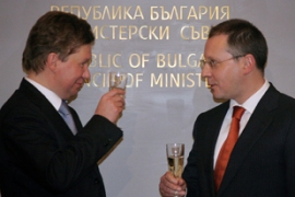 Gazprom chief Alexey Miller, left, and Bulgarian prime minister Sergey Stanishev, toast the agreement