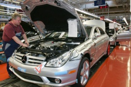 DaimlerChrysler, the German-US car maker, is a latecomer to manufacturing in China