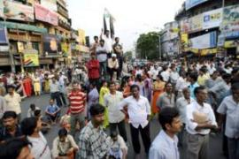 Residents in Kolkata protest against police firing upon demonstrators in Nandigram [AFP]