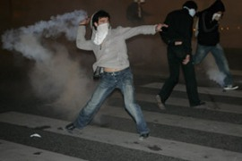 Protesters clashing with riot police in a Paris suburb after Sarkozy's victory [EPA]