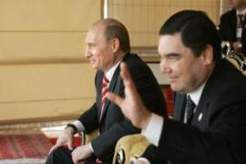 Putin, left, and his Turkmen counterpart during negotiations [AFP]