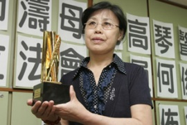 Shi Tao's mother recently received the Golden Pen of Freedom Award on her son's behalf [Reuters]