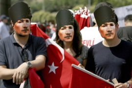 Turks demonstrated in Istanbul on Saturday against separatist violence [Reuters]