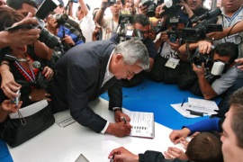 Colom leads in Guatemala polls