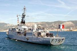 A French frigate, Le Commandant Bouan, has beensent to trail the yacht captured by pirates [AFP]