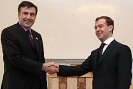 Medvedev, right, said Saakashvili, left, should sign a pact of non-aggression with Abkhazia [AFP]